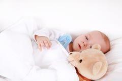 Bebé con el peluche Imágenes de archivo libres de regalías