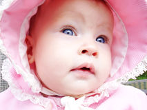 Bebé con el sombrero rosado encendido Fotografía de archivo libre de regalías