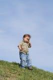 Bebé con el teléfono Imagenes de archivo