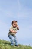 Bebé con el teléfono del juguete Imagen de archivo