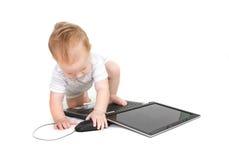 Bebé con la computadora portátil Fotografía de archivo