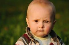 Bebé con la expresión seria Imagen de archivo libre de regalías