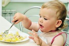 Bebé con la fork Foto de archivo libre de regalías