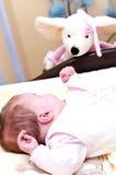 Bebé con la marioneta Foto de archivo libre de regalías