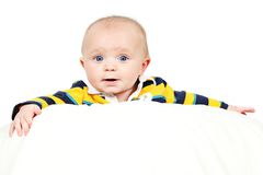 Bebé con la muestra blanca en blanco foto de archivo libre de regalías