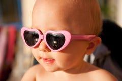 Bebé con las gafas de sol Imágenes de archivo libres de regalías