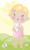 Bebé con leche en césped Fotografía de archivo