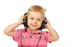 Bebé con los auriculares imágenes de archivo libres de regalías