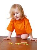 Bebé con los juguetes de las matemáticas Foto de archivo libre de regalías