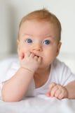 Bebé con los ojos azules Foto de archivo libre de regalías