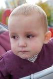 Bebé con los rasgones que fluyen abajo Fotos de archivo libres de regalías