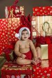 Bebé con los regalos de la Navidad Imágenes de archivo libres de regalías