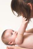Bebé con momy Imagen de archivo