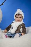 Bebé con un casquillo de las lanas Imagen de archivo