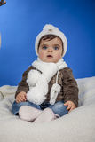 Bebé con un casquillo de las lanas Fotos de archivo