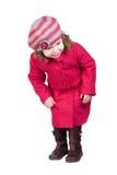 Bebé curioso con la capa rosada Fotos de archivo