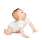 Bebé curioso de arrastre que mira para arriba Foto de archivo libre de regalías