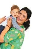 Bebé de abarcamiento de la mamá feliz Fotos de archivo libres de regalías