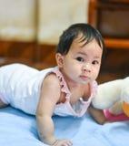 Bebé de arrastre lindo Fotos de archivo libres de regalías