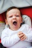 Bebé de bostezo Imagenes de archivo