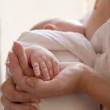 Bebé de la mano Imagenes de archivo