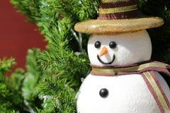 Bebé de la nieve de la Navidad en árbol Imagen de archivo libre de regalías