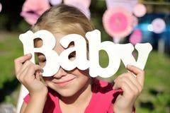 Bebé de la palabra en fondo de madera Foto de archivo libre de regalías