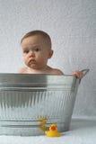 Bebé de la tina Imagenes de archivo