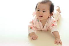 Bebé de rastejamento Imagens de Stock Royalty Free