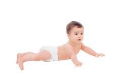 Bebé de seis meses adorable en el pañal que miente en el piso Foto de archivo