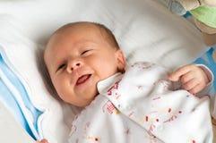 Bebé de seis semanas con la lengüeta foto de archivo