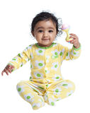 Bebé de sorriso que joga com chocalho Imagem de Stock Royalty Free