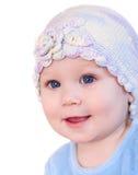 Bebé de sorriso que mostra os dentes que desgastam um chapéu Fotografia de Stock Royalty Free