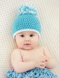 Bebé con el casquillo Fotos de archivo