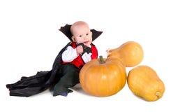 Bebé de Víspera de Todos los Santos con pumpking 5 foto de archivo libre de regalías