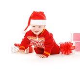Bebé del ayudante de Santa con los regalos de la Navidad Fotografía de archivo libre de regalías