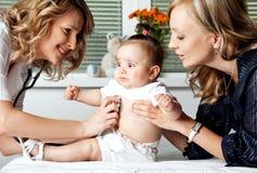 Bebé del hospital del doctor Foto de archivo libre de regalías