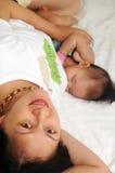 Bebé del oficio de enfermera de la madre Fotos de archivo libres de regalías