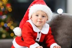 Bebé distraído en la Navidad imagen de archivo libre de regalías