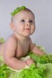 Bebé divertido en la col imagenes de archivo