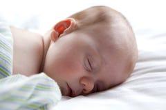 Bebé durmiente. Imagen de archivo