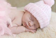 Bebé durmiente en rosa fotos de archivo libres de regalías
