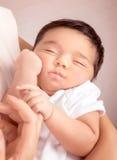 Bebé durmiente lindo Imagen de archivo