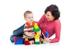 Jogo do menino e da mãe da criança Imagens de Stock