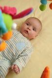 Bebé emocionado imagenes de archivo