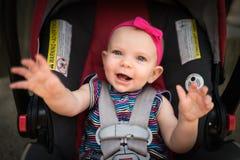 Bebé en asiento de coche foto de archivo libre de regalías