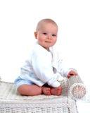 Bebé en banco de mimbre Fotos de archivo