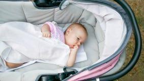Bebé en carro de bebé Foto de archivo libre de regalías