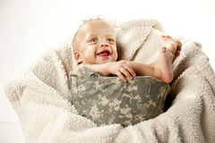 Bebé en casco imagen de archivo libre de regalías