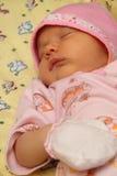 Bebé en casquillo Fotos de archivo libres de regalías
